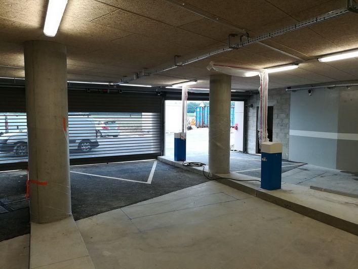 Barrière LBA 63 PK avec lisse articulée dans un parking sous-terrain - Vue 3